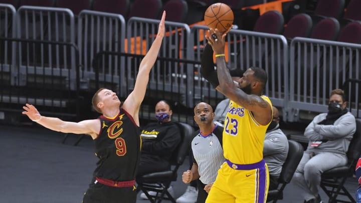 James anotó 46 puntos ante los Cavaliers