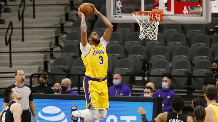 New Orleans Pelicans vs Los Angeles Lakers odds, spread, over/under, prediction & betting insights for NBA game.