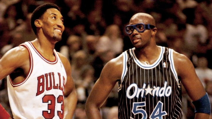 Scottie Pippen and Horace Grant going against each other in a Bulls-Magic matchup