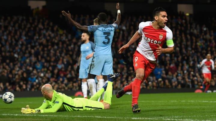 Radamel Falcao célébrant un de ses buts face au Manchester City de Pep Guardiola.