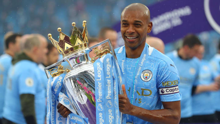 Fernandinho has signed a new Man City contract until 2022