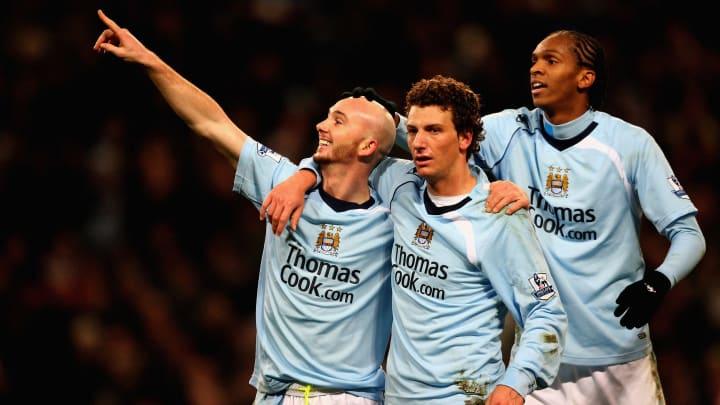 Com Jô, Elano e outras figuras da bola: veja o time titular do Manchester City antes do Sheik Khaldoon Al Mubarak investir pesado no clube.