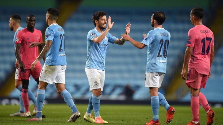 Les joueurs de City se congratulent après le match