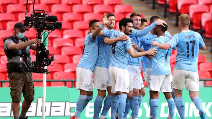 City sagrou-se campeão inglês com o tropeço do United