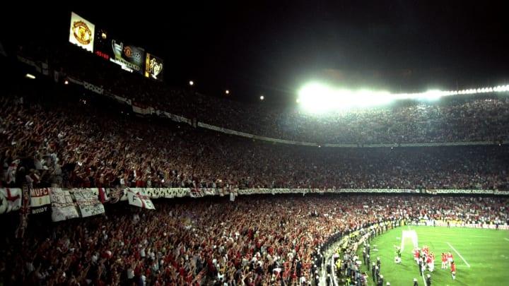 Manchester United fans celebrate