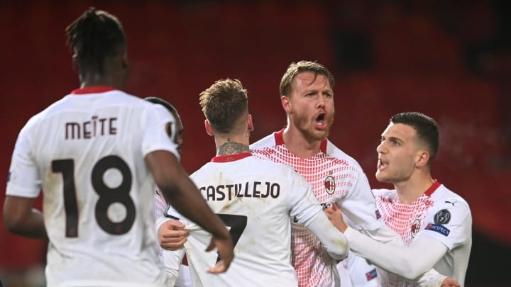 Simon Kjaer's late header ensured Milan took a 1-1 draw from their first leg trip to Manchester United