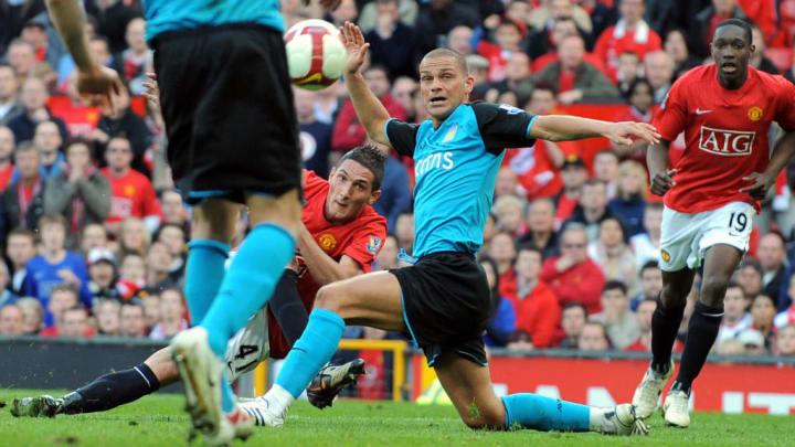 Manchester United's Federico Macheda (C)