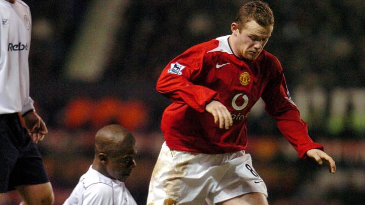 Manchester United's Wayne Rooney tangles
