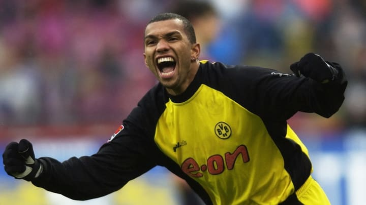 Marcio Amoroso of Borussia Dortmund celebrates