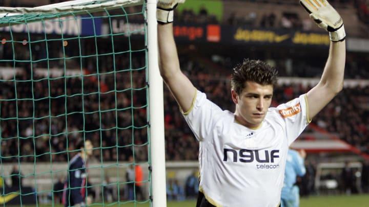 Marseille's goalkeeper Cedric Carrasso c