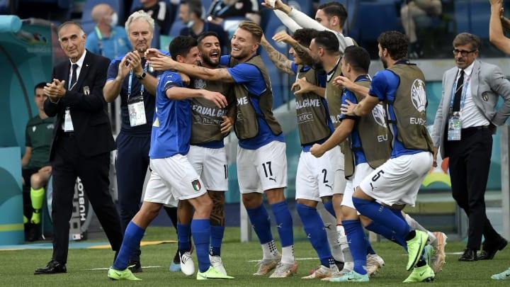 L'Italia festeggia il gol di Matteo Pessina