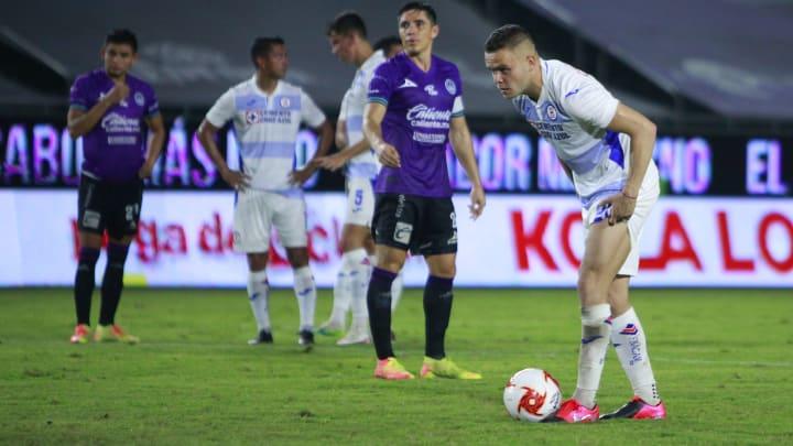 VÍDEO | El gol de Santiago Giménez y la anotación polémica de Jonathan  Rodríguez
