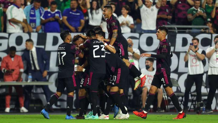 Jugadores de México celebran un gol ante Honduras.