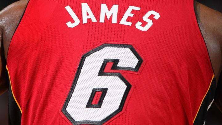 Durante su etapa por Miami, LeBron portó el número 6