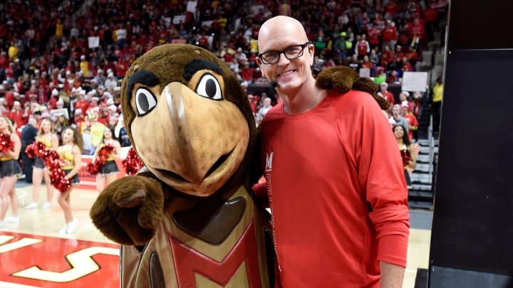 Scott Van Pelt and a friend attend a basketball game.