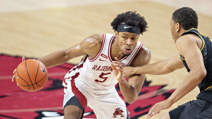 Georgia vs Arkansas spread, line, odds, predictions, over/under & betting insights for college basketball game.