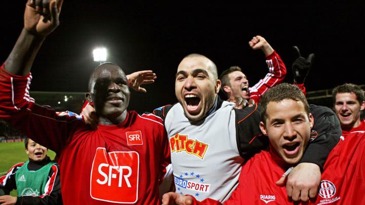 Les joueurs de Montceau-les-Mines fêtent leur victoire contre Lens