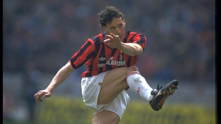 Marco Van Basten jugó su último partido con 29 años