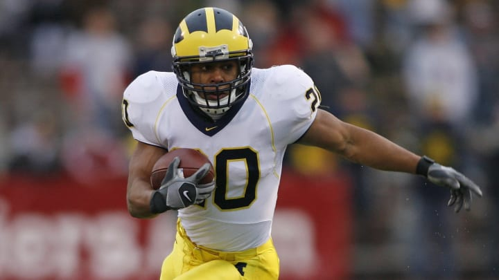 The greatest running backs in Michigan Wolverines history include Mike Hart.