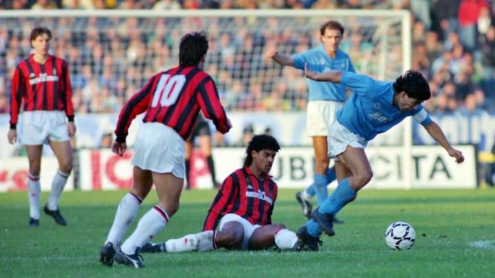 Maradona avec Naples contre le Milan AC