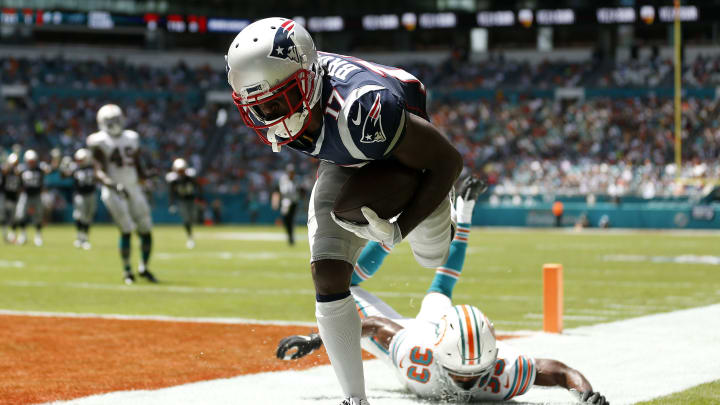 MIAMI, FLORIDA - SEPTEMBER 15: Antonio Brown #17 of the New England Patriots scores a 20 yard touchdown thrown by Tom Brady #12 against the Miami Dolphins during the second quarter in the game at Hard Rock Stadium on September 15, 2019 in Miami, Florida. (Photo by Michael Reaves/Getty Images)