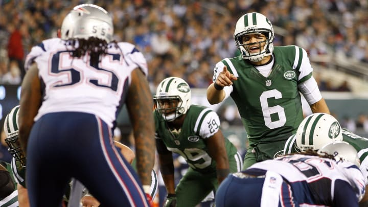 EAST RUTHERFORD, NJ - NOVEMBER 22: Quarterback Mark Sanchez #6 of the New York Jets calls a play at the line during a game against the New England Patriots at MetLife Stadium on November 22, 2012 in East Rutherford, New Jersey. The Patriots defeated the Jets 49-19. (Photo by Rich Schultz /Getty Images)