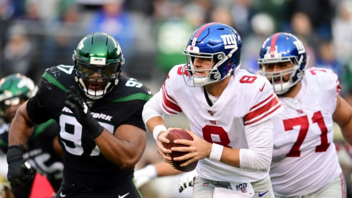 EAST RUTHERFORD, NEW JERSEY - NOVEMBER 10: Daniel Jones #8 of the New York Giants runs the ball in the second half of their game against the New York Jets at MetLife Stadium on November 10, 2019 in East Rutherford, New Jersey. (Photo by Emilee Chinn/Getty Images)
