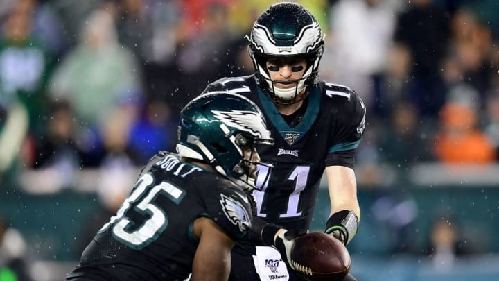 Carson Wentz hands the ball off to Boston Scott in a Week 14 game against the New York Giants.