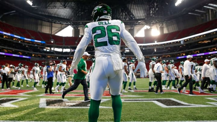 ATLANTA, GEORGIA - AUGUST 15:  Le'Veon Bell #26 of the New York Jets  warms up prior to facing the Atlanta Falcons in the preseason game at Mercedes-Benz Stadium on August 15, 2019 in Atlanta, Georgia. (Photo by Kevin C. Cox/Getty Images)