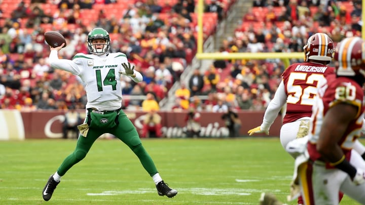 LANDOVER, MD - NOVEMBER 17: Sam Darnold #14 of the New York Jets throws a pass for a touchdown to Daniel Brown #87 (not pictured) during the first half against the Washington Redskins at FedExField on November 17, 2019 in Landover, Maryland. (Photo by Will Newton/Getty Images)