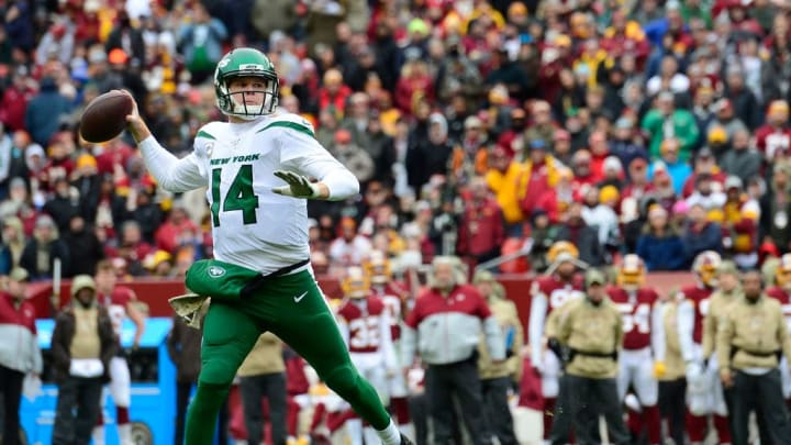 LANDOVER, MD - NOVEMBER 17: Sam Darnold #14 of the New York Jets throws a pass in the first half against the Washington Redskins at FedExField on November 17, 2019 in Landover, Maryland. (Photo by Patrick McDermott/Getty Images)