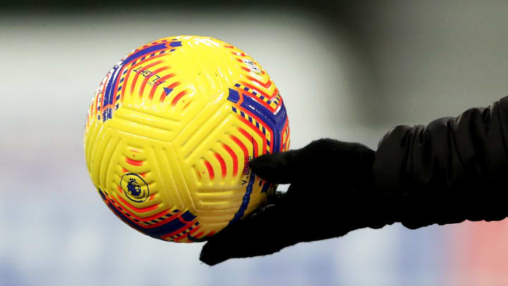 Sollte der Ball in der Premier League für eine kurze Pause nicht mehr rollen?