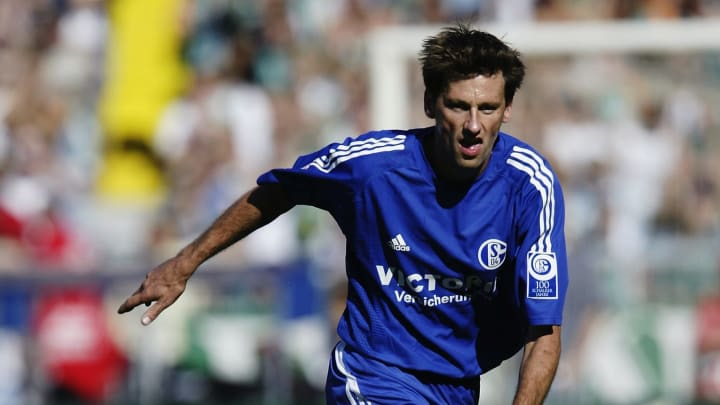 Nico van Kerckhoven of FC Schalke 04