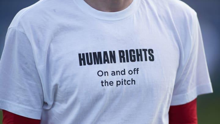 Diversas seleções estão protestando contra a exploração de trabalhadores imigrantes no Catar, palco da próxima Copa do Mundo.