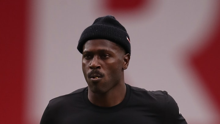GLENDALE, ARIZONA - AUGUST 15:  Wide receiver Antonio Brown #84 of the Oakland Raiders warms up before the NFL preseason game against the Arizona Cardinals at State Farm Stadium on August 15, 2019 in Glendale, Arizona. (Photo by Christian Petersen/Getty Images)