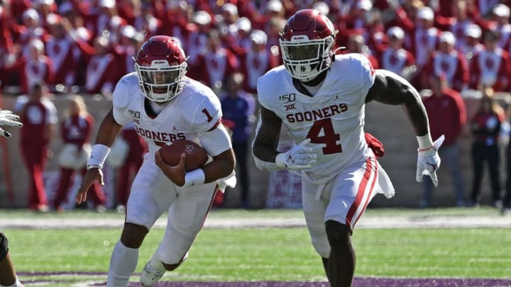 MANHATTAN, KS - OCTOBER 26:  Quarterback Jalen Hurts #1 of the Oklahoma Sooners runs up field behind running back Trey Sermon #4 against the Kansas State Wildcats during the second half at Bill Snyder Family Football Stadium on October 26, 2019 in Manhattan, Kansas. (Photo by Peter G. Aiken/Getty Images)