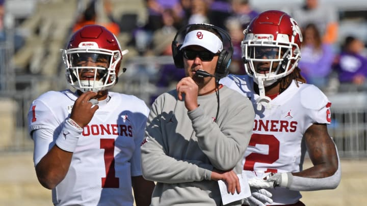 MANHATTAN, KS - OCTOBER 26:  Head coach Lincoln Riley of the Oklahoma Sooners looks on with players quarterback Jalen Hurts #1 and wide receiver CeeDee Lamb #2, duirng a time out in the first half against the Kansas State Wildcats at Bill Snyder Family Football Stadium on October 26, 2019 in Manhattan, Kansas. (Photo by Peter G. Aiken/Getty Images)