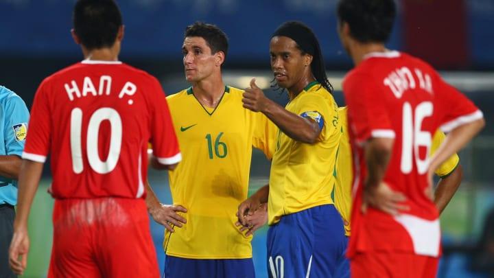 De Thiago Neves a Samuel Eto'o: lembre de 15 jogadores que conseguiram uma medalha nas Olímpiadas.
