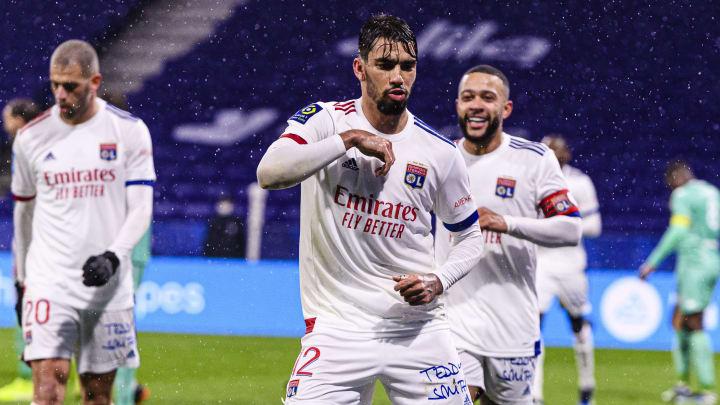 Lyon s'accroche au trio de tête en Ligue 1