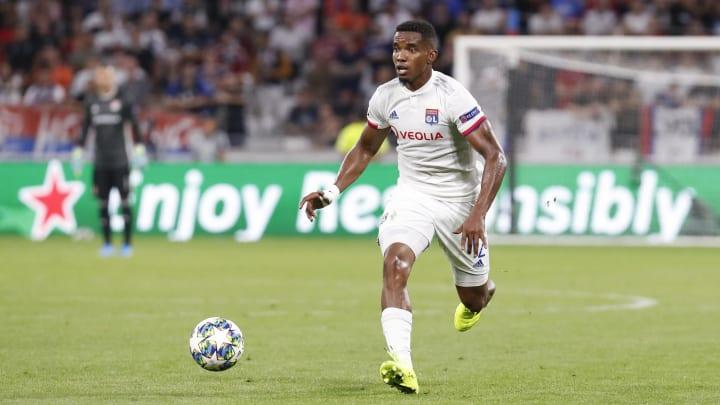 Flamengo não entra em acordo e Thiago Mendes continua no Lyon. Rubro-Negro já deixou a França.
