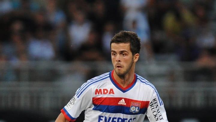 Aujourd'hui âgé de 30 ans, le néo-blaugrana a connu une carrière brillante en Italie : il a fini 4 fois dans l'équipe type de Serie A après Lyon