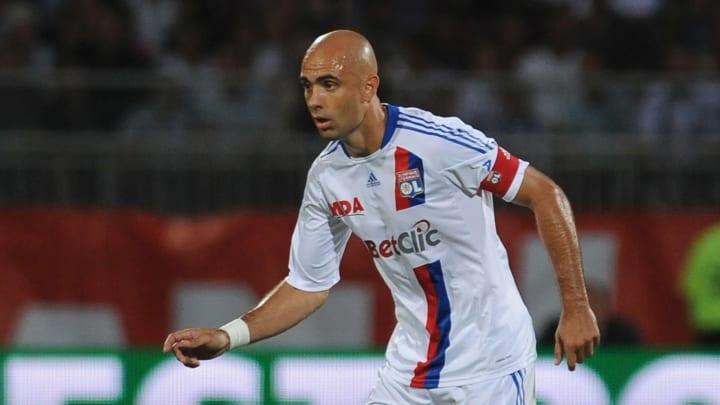 Le Policier (17 sélections avec le Brésil) est peut-être le défenseur le plus marquant de l'hisoitre de l'Olympique Lyonnais (2004-2012)