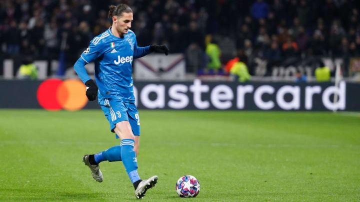 Olympique Lyonnais v Juventus - UEFA Champions League Round of 16: First Leg