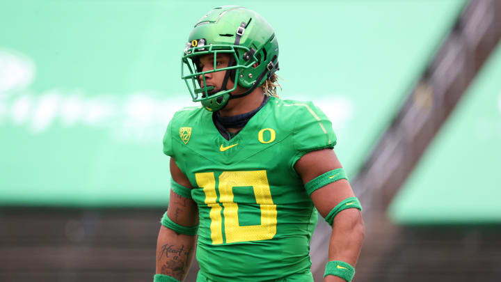 The Oregon Ducks got some terrible news after Justin Flowe's latest injury update revealed the linebacker is done for the year.