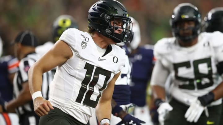 ARLINGTON, TEXAS - AUGUST 31:  Justin Herbert #10 of the Oregon Ducks during the Advocare Classic at AT&T Stadium on August 31, 2019 in Arlington, Texas. (Photo by Ronald Martinez/Getty Images)
