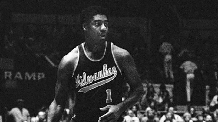 Adding Oscar Robertson helped Kareem Abdul-Jabbar and the Milwaukee Bucks make history.