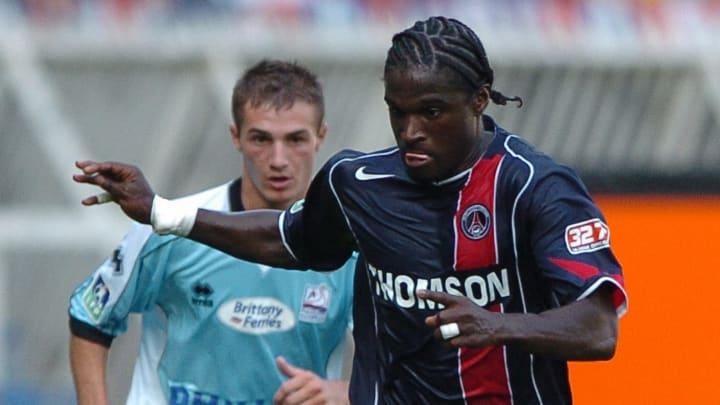 PSG defender Bernard Mendy (R) vies with