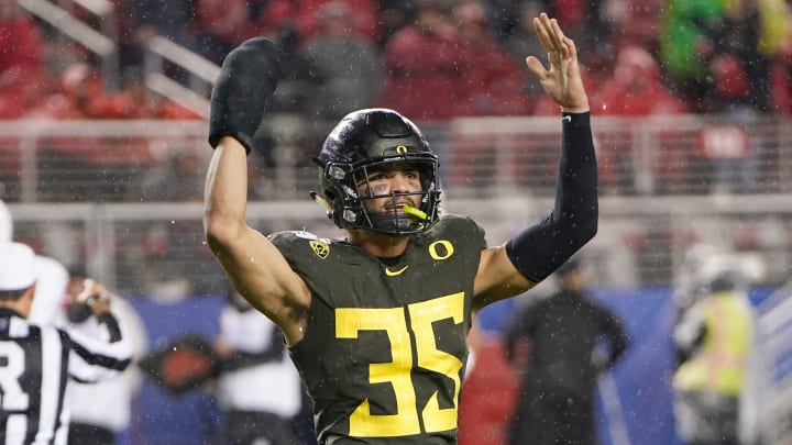 Rookie linebacker Troy Dye plays for the University of Oregon in the Pac-12 Championship Game.