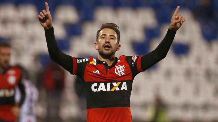 Everton Ribeiro é um dos jogadores que passaram pelo terrão do Parque São Jorge