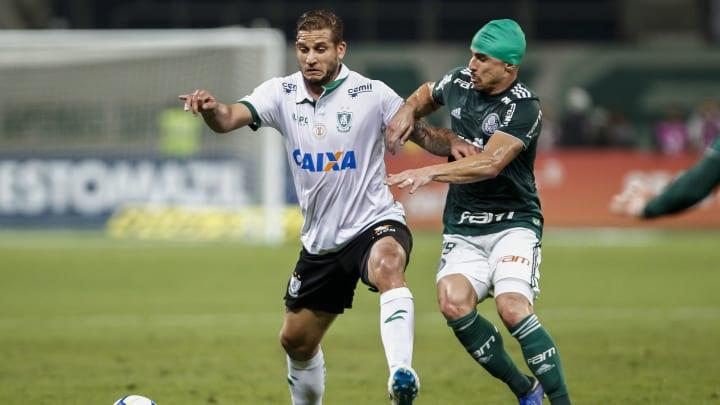 Botafogo deve anunciar Rafael Moura nos próximos dias.